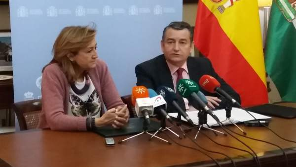 Rueda de prensa de Antonio Sanz junto a María José Ordóñez