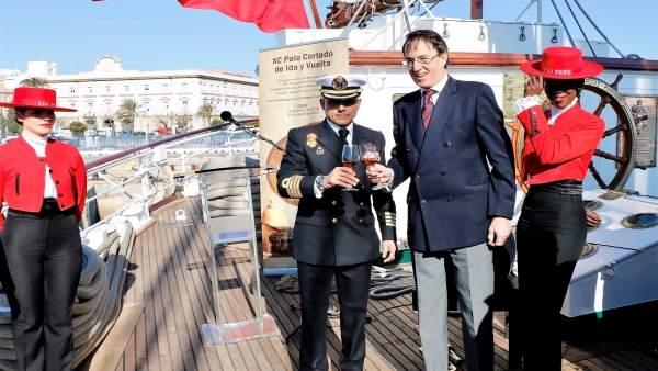 El presidente de González Byass a bordo de 'Elcano'