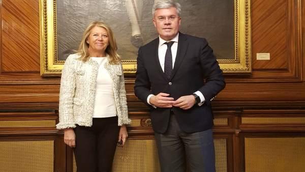 La alcaldesa de Marbella, Ángeles Muñoz, y el secretario de Estado de Hacienda