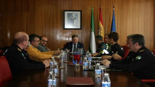 Primo Jurado (centro) preside la reunión