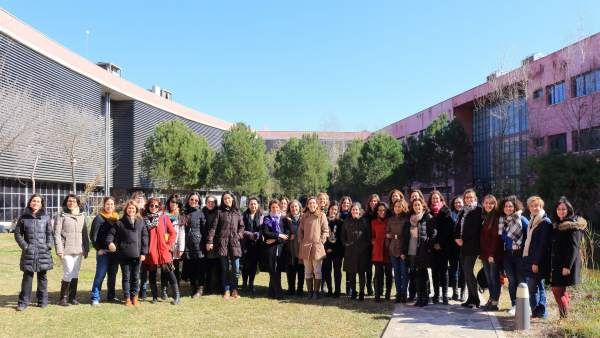 Profesoras celebrando el Día Internacional de la Mujer y la Ciencia