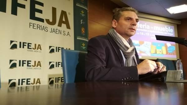 Ángel Vera presenta la primera edición de Rehábitat.