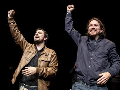 Alberto Garzón (IU) y Pablo Iglesias (Podemos) el 9 de mayo de 2016, fecha en que anunciaron su acuerdo de coalición.
