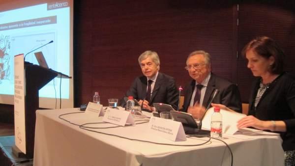 Juan Carlos Ureta, a la derecha de la imagen, durante su intervención