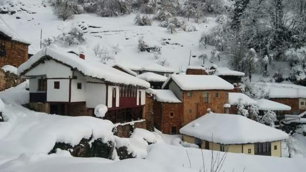 Nieve, pueblo nevado, incomunicado, Somiedo, temporal