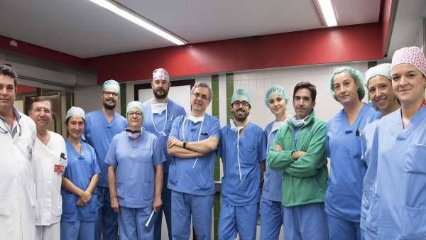 Equipo de Cirugía Vascular del CHN junto con los médicos de Madrid y Burgos.