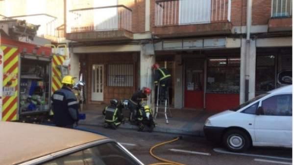 Los bomberos intervienen en la plaza de las Batallas