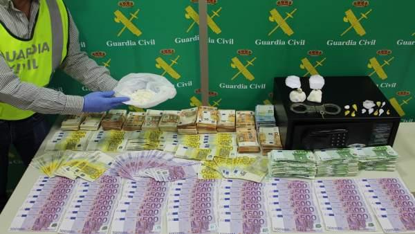 Droga y dinero intervenidos en la operación