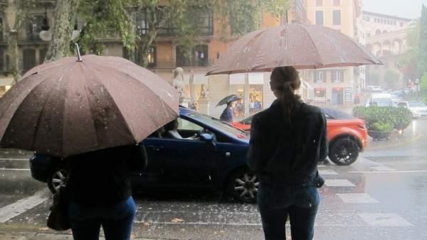 Lluvia en el Passeig del Born de Palma