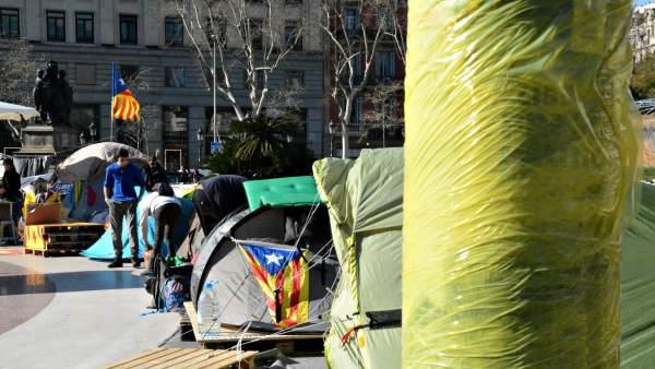 Acampada independentista en la plaza Cataluña de Barcelona.