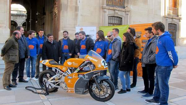 Recepciónal equipo  EPSJaén UJATeam, que participará en Motostudent.