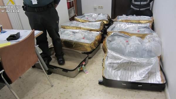 Maletas con angulas en el aeropuerto de Manises