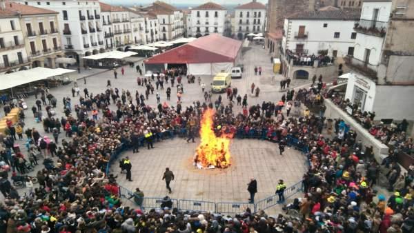 Quema del pelele en Cáceres para inaugura el carnaval