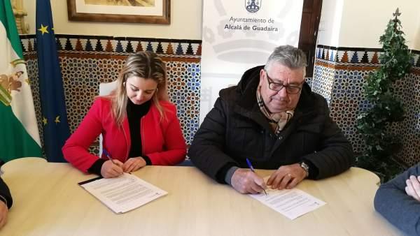 Firma de convenio entre Ayuntamiento de Alcalá y Asociación de Carnaval