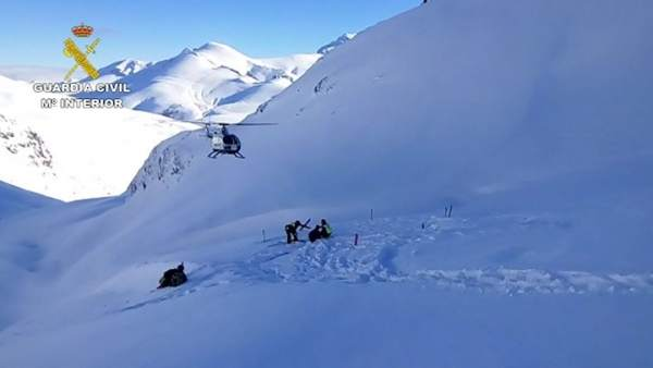 La Guardia Civil Rescata A Un Esquiador Accidentado En Llanaves De La Reina (Leó