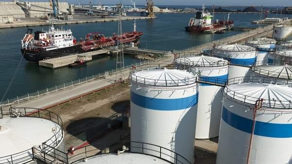 Tanques petroquímicos en el Puerto de Tarragona