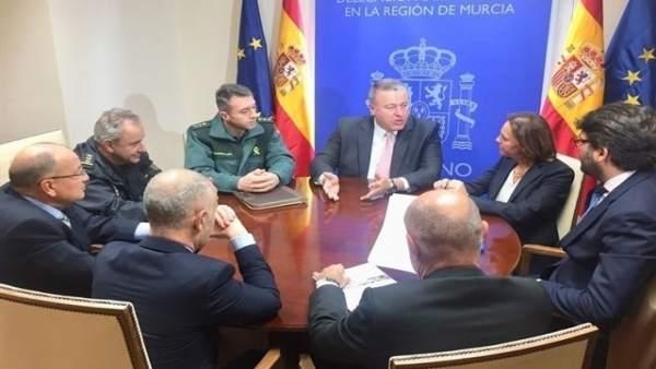 Reunión de los miembros de Hostetur con el delegado del Gobierno en la Región