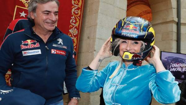 Carlos Sáinz y la presidenta de la Comunidad de Madrid, Cristina Cifuentes