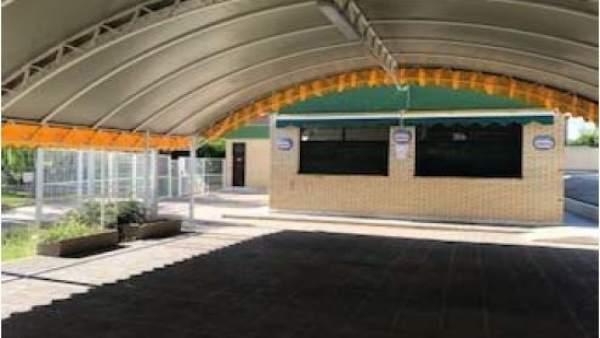 Actual terraza y bar de las piscinas municipales de María de Huerva