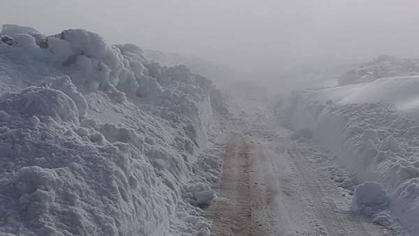 Acceso al Teide con presencia de hielo y nieve