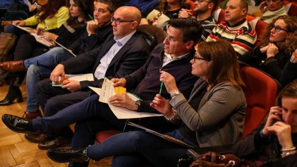 Afiliados y representantes de Ciudadanos en la jornada de la ONCE