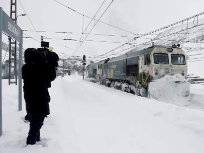 Tren y nieve