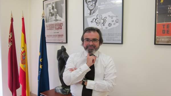 El consejero de Presidencia y Fomento, Pedro Rivera, en su despacho