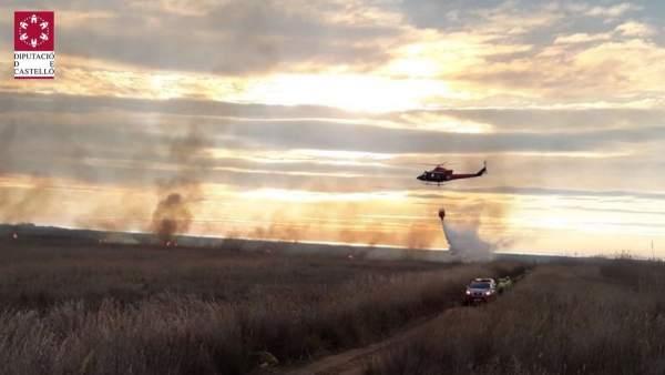 Efectivos trabajan en la extinción del fuego