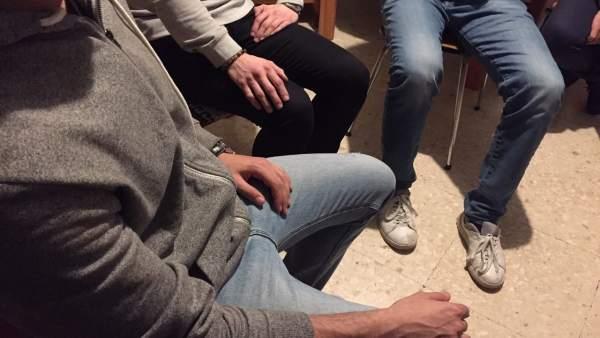 Jóvenes anónimos reunión grupo terapia
