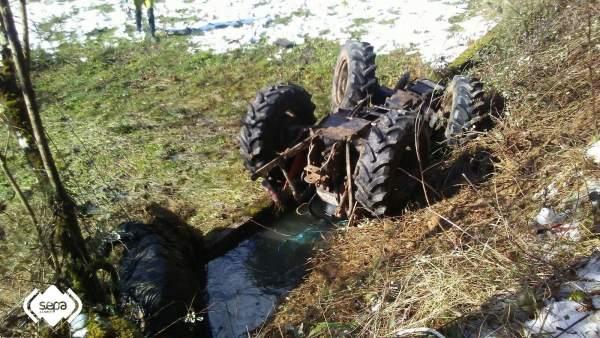 Mor un home atrapat sota el seu tractor després de bolcar a Planes (Alacant)