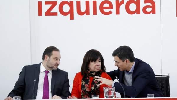 José Luis Ábalos, Pedro Sánchez y Cristina Narbona, secretario de Organización, secretario general y presidenta del PSOE, respectivamente.