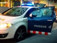Detenido un menor de 14 años por apuñalar en el cuello a su madre en Barcelona