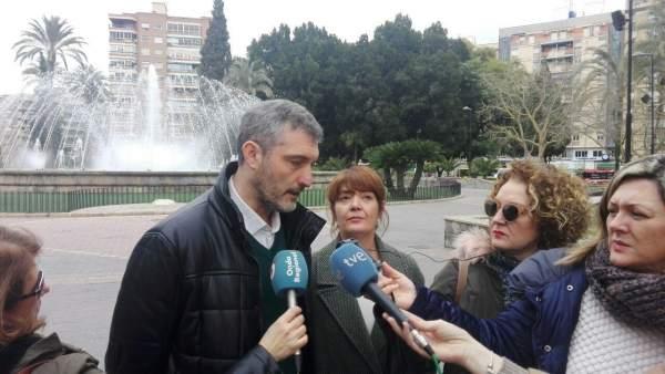 Urralburu y María Giménez de Podemos contestan a los medios