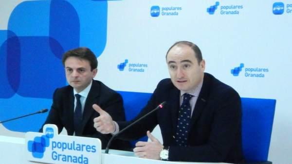 Juan Antonio Fuentes y Juan García Montero en rueda de prensa