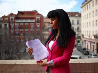 Isabel López de la Torre, denunciando maltrato judicial