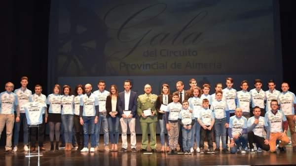 El ciclismo almeriense reconoce a deportistas, clubes y entidades destacadas.