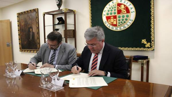 Firma del convenio para el seminario sobre la reforma de las haciendas locales.