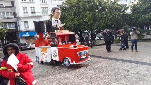 Coche de 'bombero Feijóo' en la protesta de la justicia en A Coruña