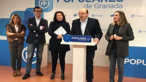 Sebastián Pérez, en rueda de prensa en la sede provincial del PP