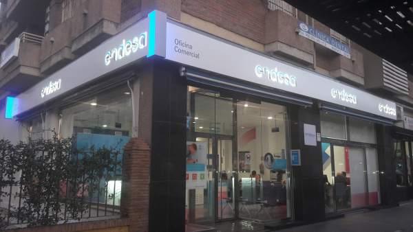 Endesa renueva su oficina comercial para mejorar la for Oficinas endesa