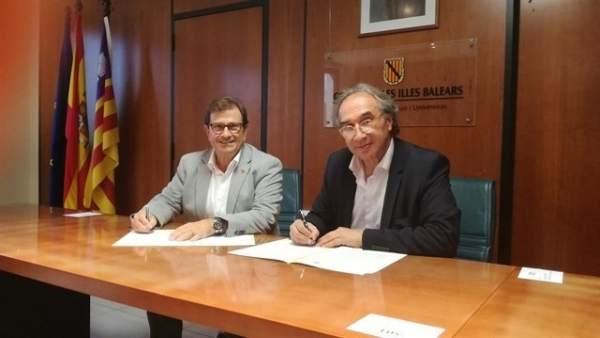 El rector de la UIB, Llorenç Huguet, y el conseller Martí March