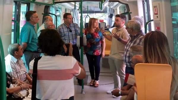 Campaña de seguridad vial en el metro ligero a su paso por Armilla (Granada)