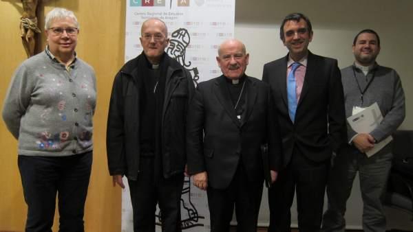 Arzobispo de Zaragoza y obispo de Huesca y Jaca con responsables de las jornadas