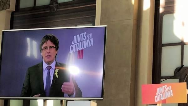 El candidato de JuntsxCat, Carles Puigdemont, en un acto de campaña.