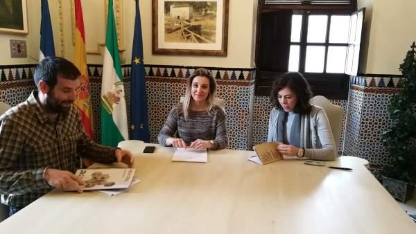 La alcaldesa de Alcalá de Guadaíra y la Asociación Autismo Sevilla