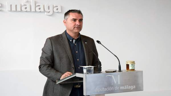 El diptuado socialista Antonio Yuste en rueda de prensa