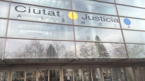 El Síndic demana mitjans personals i materials per a garantir el bon funcionament de jutjats de clàusules terra