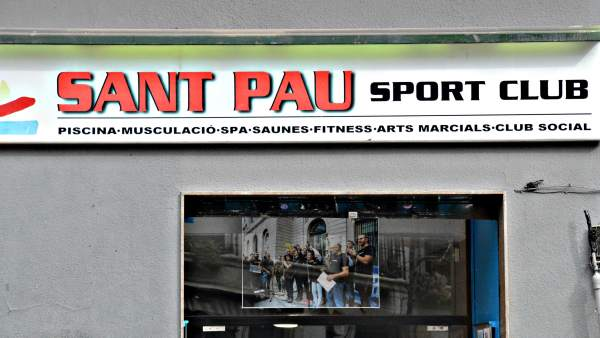 La entrada del gimnasio social Sant Pau.