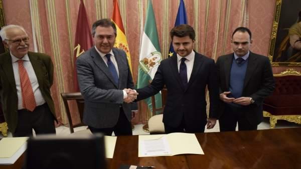 Juan Espadas y Beltrán Pérez firman un acuerdo