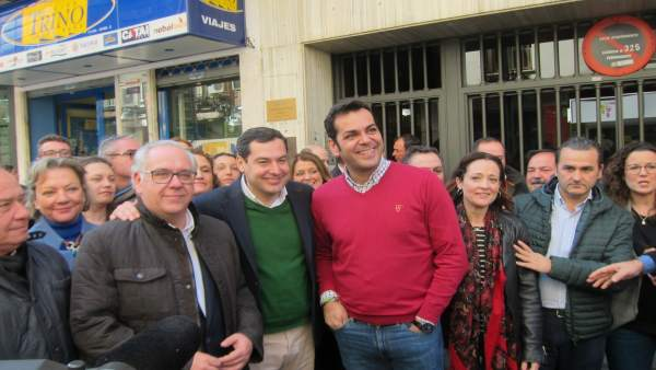 Juanma Moreno en su visita a Jaén